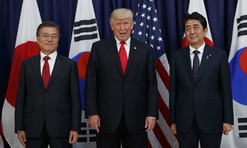 Sự khác biệt trong quan hệ của ông Trump với lãnh đạo Nhật và Hàn Quốc