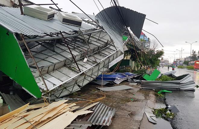 9 giờ hoành hành của bão Damrey