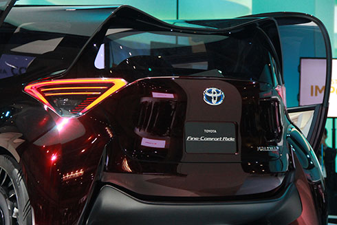 toyota-fine-comfort-ride-xe-van-phong-cach-la-page-2-3