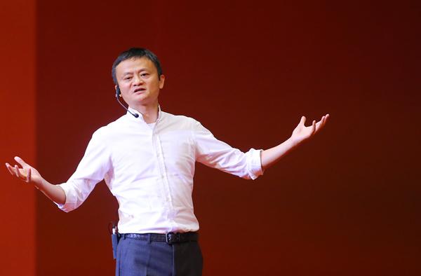Ông Jack Ma - Chủ tịch Alibaba chia sẻ trước hơn 3.000 sinh viên.