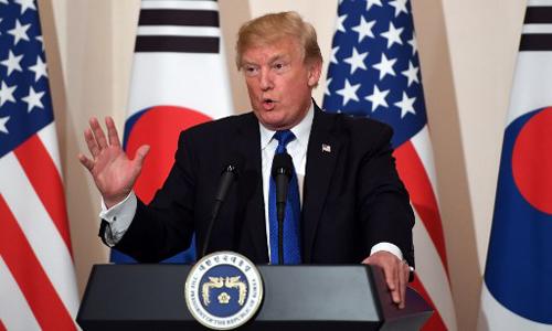 Tổng thống Mỹ Donald Trump phát biểu trong cuộc họp báo chung với Tổng thống Hàn Quốc Moon Jae-In ngày 7/11. Ảnh: AFP.