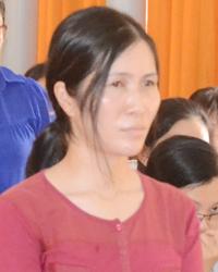 Nữ cán bộ Sở Nội vụ Kiên Giang thừ nhận hành vi của mình tại tòa xin được giảm nhẹ hình phạt. Ảnh: Thế An.