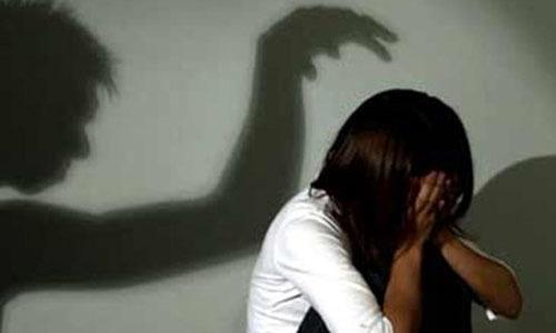 Bé gái tố cáo bị cha dượng dâm ô trong buổi học giới tính