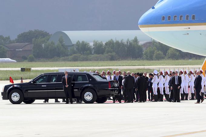 Mật vụ bảo vệ nghiêm ngặt các lãnh đạo APEC tại sân bay Đà Nẵng - Ảnh minh hoạ 8