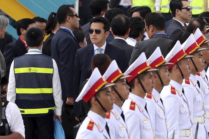 Mật vụ bảo vệ nghiêm ngặt các lãnh đạo APEC tại sân bay Đà Nẵng - Ảnh minh hoạ 20