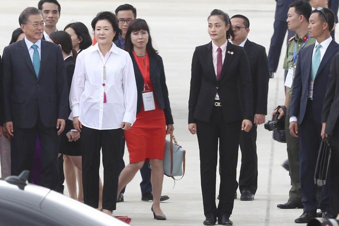 Mật vụ bảo vệ nghiêm ngặt các lãnh đạo APEC tại sân bay Đà Nẵng - Ảnh minh hoạ 22