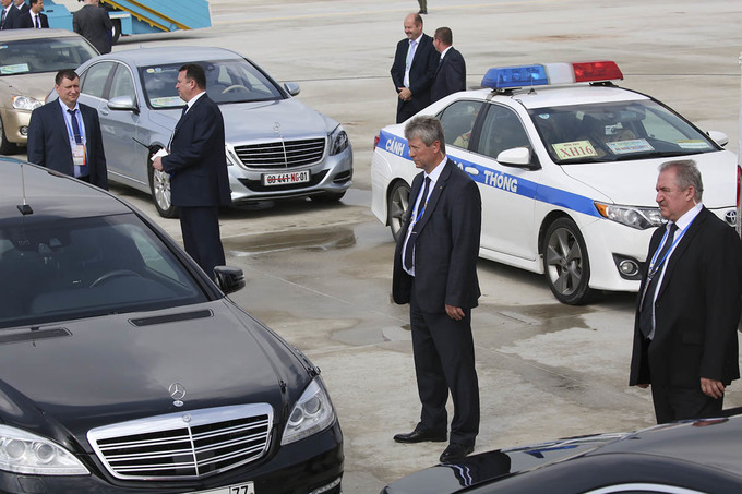 Mật vụ bảo vệ nghiêm ngặt các lãnh đạo APEC tại sân bay Đà Nẵng - Ảnh minh hoạ 16
