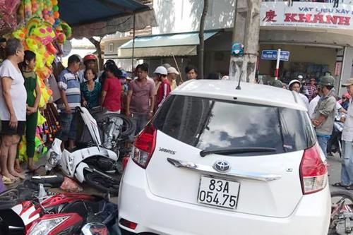 Ôtô được cho là đang bị cảnh sát tạm giữ vẫn xuất hiện trên đường rồi gây tai nạn. Ảnh: Bảo An.