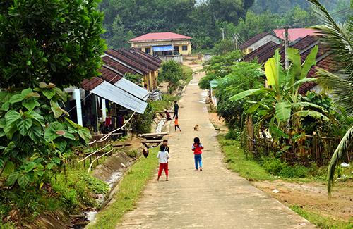 Người dân ở khu tái định cư thôn Tre sau khi nhường đất cho Hồ Nước Trong. Ảnh: Phạm Linh.