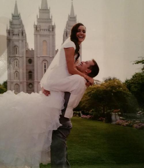 Cô dâu nhảy thật là cao,
