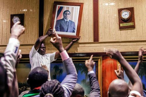 Zimbabwe - Cuộc binh biến khi Tổng thống Mugabe vẫn đang say ngủ