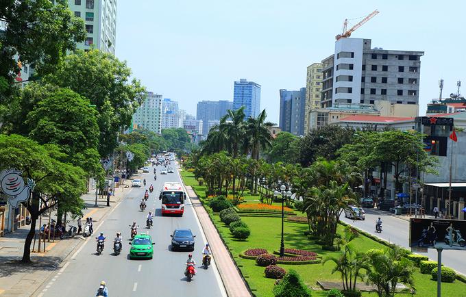 Khánh thành năm 2001, đường Nguyễn Chí Thanh thời điểm đó được Bộ Giao thông bình chọn là đường đẹp nhất Việt Nam. Ảnh: Hùng Thập