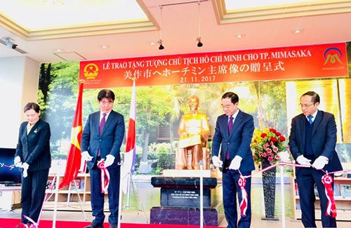 Khánh thành tượng Hồ Chí Minh đầu tiên tại Nhật Bản