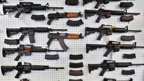 Hơn 200.000 người Mỹ nộp đơn mua súng dịp Black Friday, lập kỷ lục mới