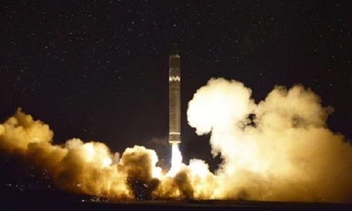 Tên lửa Hwasong-15 rời bệ phóng. Ảnh: Rodong Sinmun.
