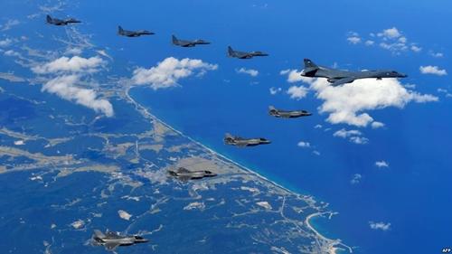 Máy bay Mỹ - Hàn bay trên Hàn Quốc hôm 18/9. Ảnh: AFP.