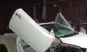 Phần thân xe được độ lại toàn bộ theo hình mẫu Lexus IS.