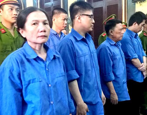 nu-giam-doc-ngan-hang-nhan-hoi-lo-gan-ty-dong-hau-toa