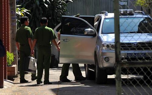 Cơ quan cảnh sát điều tra Bộ công an khám xét nhà ông Minh. Ảnh: Phước Tuấn