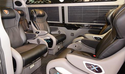 ford-transit-do-10-cho-gia-1-25-ty-o-viet-nam