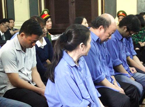 nu-giam-doc-ngan-hang-tham-o-2600-luong-vang-xin-hien-xac-1