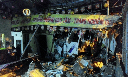 oto-tai-tong-sap-tuong-ngoi-chua-o-tp-hcm