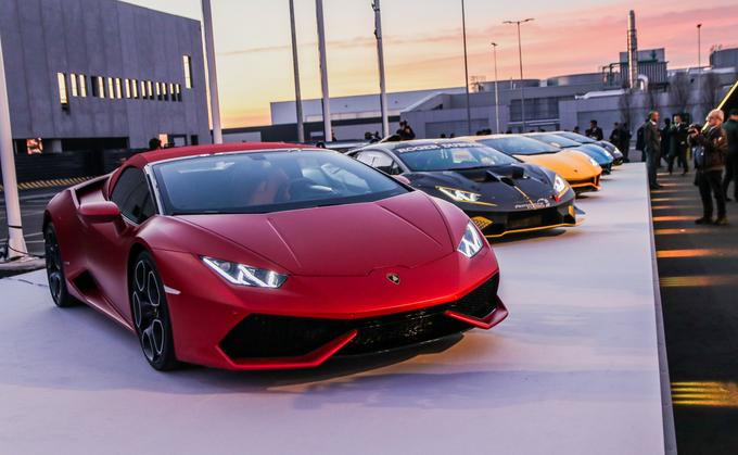 Dàn siêu xe Lamborghini khoe dáng dưới hoàng hôn