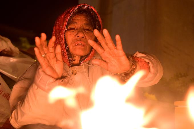 Mưu sinh trong đêm rét 10 độ ở Hà Nội