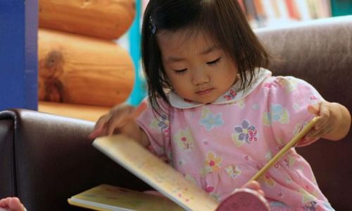 Bố mẹ có thể tự xây dựng chiến lược học tiếng Anh trước khi tính chuyện đưa con đến trung tâm. Ảnh minh họa: GreatSchools