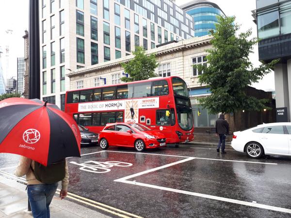 London: Phép thuật màu đỏ - 1