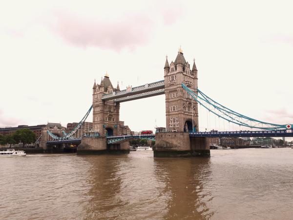 London: Phép thuật màu đỏ - 2