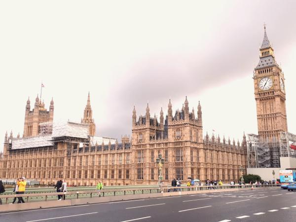 London: Phép thuật màu đỏ - 3
