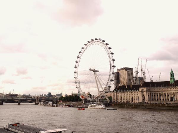 London: Phép thuật màu đỏ - 4