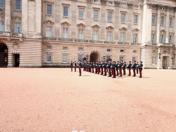 London: Phép thuật màu đỏ - 7