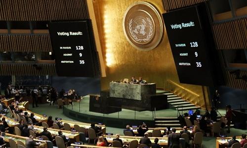 Kết quả bỏ phiếu hiển thị trên màn hình tại Đại Hội đồng Liên Hợp Quốc ngày 21/12. Ảnh: AFP.