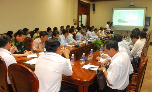 Lãnh đạo tỉnh Tiền Giang họp đột xuất để ứng phó với bão số 16. Ảnh: Hoàng Nam