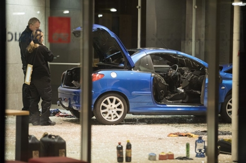 Police officers inspect damage in the lobby of the German Social Democratic Party (SPD) headquarters after a car was used to ram the building in Berlin early December 25, 2017. A driver rammed into the headquarters of Germanys Social Democratic Party (SPD) in Berlin on Christmas Eve, police have said.