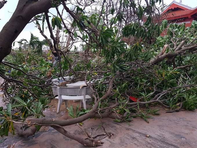 Đảo Trường Sa ngổn ngang sau bão Tembin