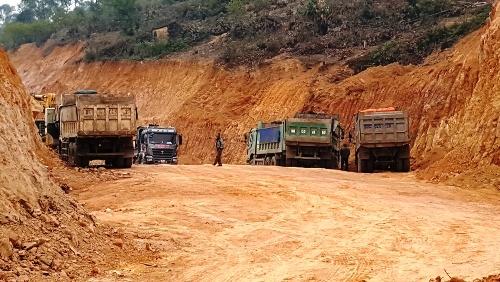 """Người dân mở chốt sau 5 ngày chặn xe tải vào """"phá núi"""" ở Hải Phòng"""