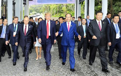 Chủ tịch nước Trần Đại Quang gặp gỡ Tổng thống Mỹ Trump, Chủ tịch Trung Quốc Tập Cận Bình, Tổng thống Nga Putin. Ảnh: Minh Đông.