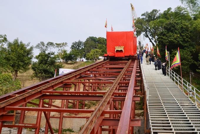 Quảng Ninh di dời tượng Đức Ông nặng 40 tấn lên đồi cao 53 mét