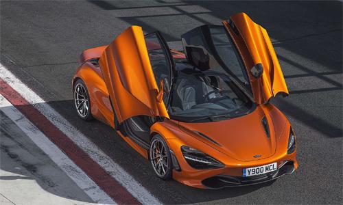 McLaren 720S tăng tốc từ 0-100 km/h chỉ trong 2,9 giây và đạt tốc độ tối đa 341 km/h.