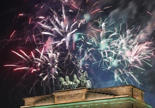 Pháo hoa đón năm mới ở Berlin. Ảnh: