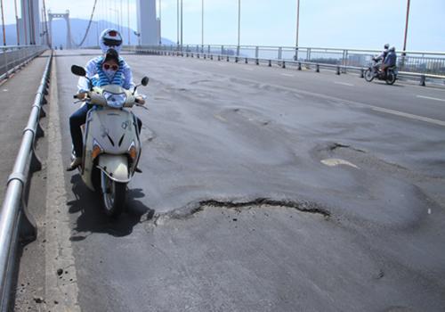 Nhiều cầu, đường cần phải sửa chữa định kỳ. Ảnh minh họa: Nguyễn Đông.