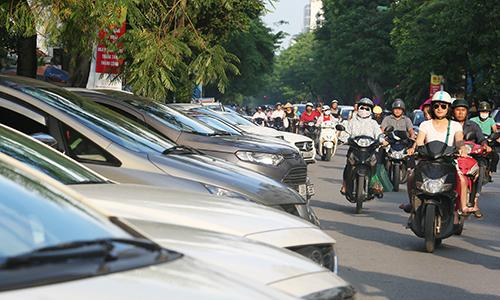 Nhiều tài xế ôtô ở Hà Nội bất ngờ vì giá trông giữ xe tăng mạnh