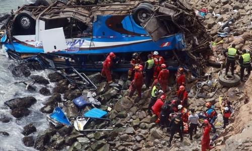 Xe buýt lao xuống vách đá ở Peru, gần 50 người chết