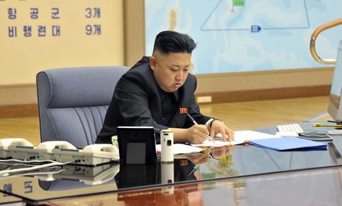 Bàn làm việc của nhà lãnh đạo Triều Tiên Kim Jong-un. Ảnh: KCNA.