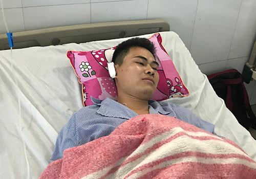 Anh Nguyễn Văn Lợi trên gường bệnh. Ảnh: Đ.Loan