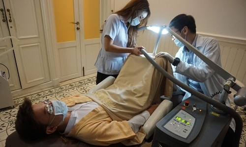 Đàn ông Thái gây tranh cãi vì đi làm trắng chỗ kín