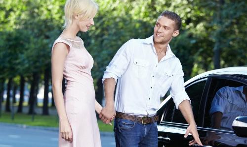 Ba lý do đàn ông mở cửa xe cho phụ nữ